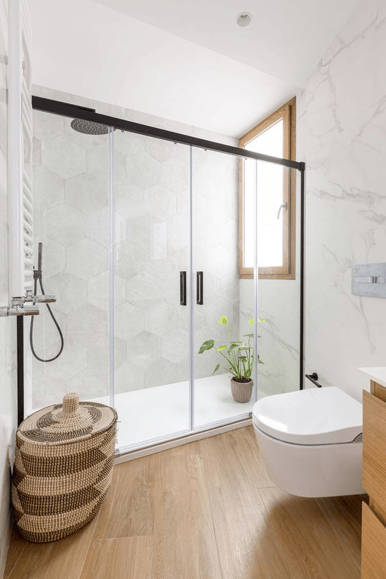 Paredes baño moderno marmol