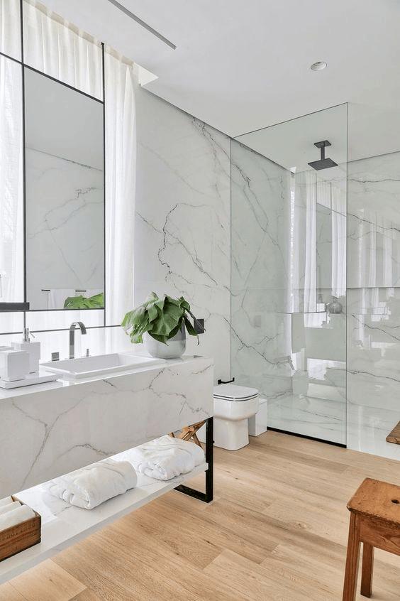Paredes baño moderno marmol microcemento