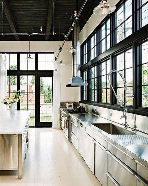 Cocina casa de campo minimalista
