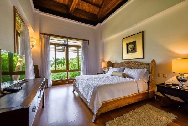 Puertas y ventanas de cristal para dormitorio en casa de campo