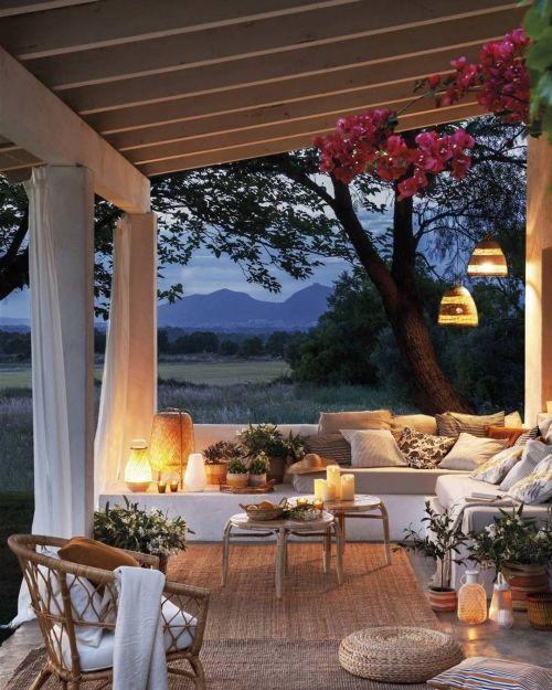 Sala de estar al aire libre acogedora