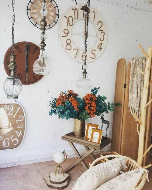 decoraciñon de relojes de madera en pared