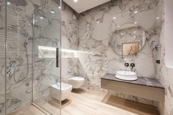 Mampara de ducha traslúcida