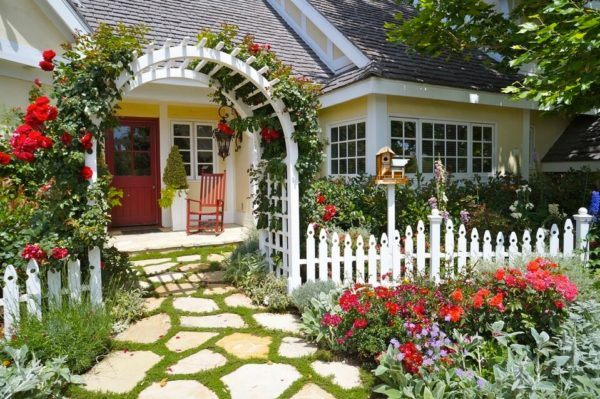Jardin rustico ideas valla blanca