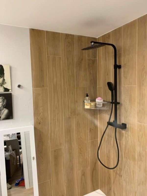 10 reformas de banos pequenos para inspirarte 2021 2022 baño pared madera