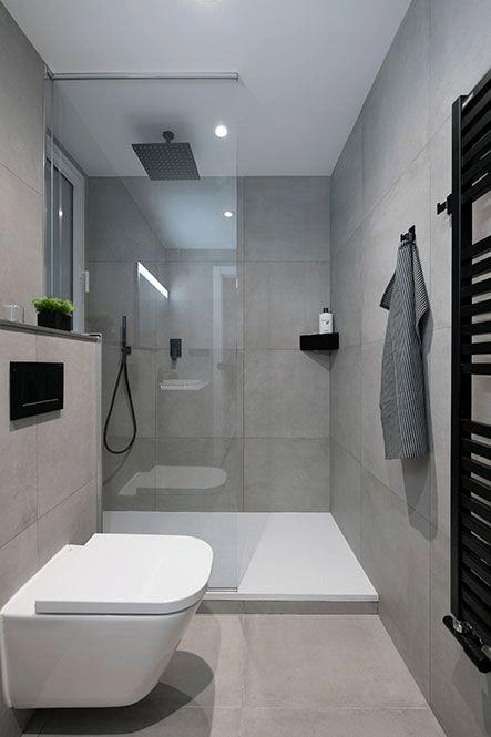 15 banos pequenos con ducha 2021 2022 suelo blanco