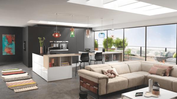 15 cocinas pequenas abiertas al salon 2021 2022 cocina SCHMIDT tonos neutros