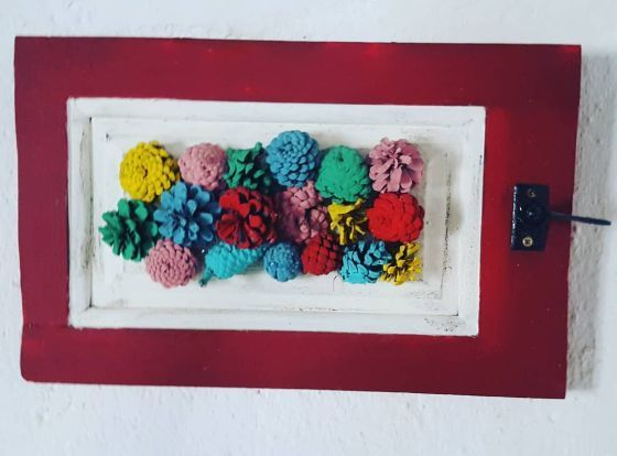 Cuadro con piñas de colores
