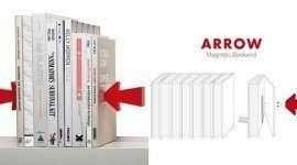 Sostener libros con flechas imantadas
