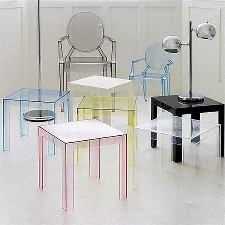Espacios peque os muebles trasparentes for Sillas transparentes baratas