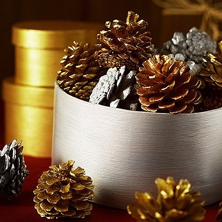 christmas-painted-pine-cones