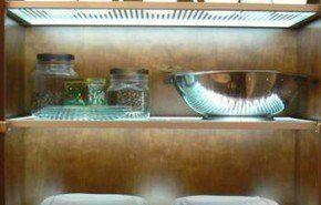 Paneles LED para iluminar el interior de las alacenas