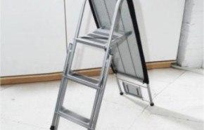 Escalera y tabla de planchar, ideal para minipisos o monoambientes