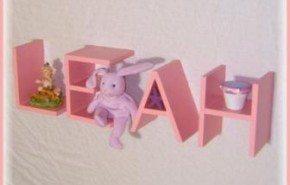 Estantes de letras para el dormitorio infantil