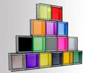 utiliza ladrillos de vidrio para ganar luminosidad. Black Bedroom Furniture Sets. Home Design Ideas