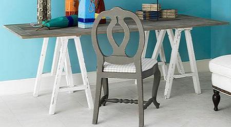 Decorar con tablas y caballetes - Mesa con caballetes ...