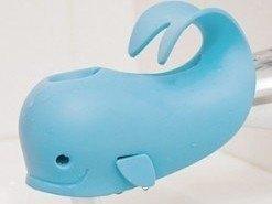 Moby, una ballena que evita los golpes de los niños contra los grifos