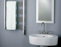Bonito radiador y toallero para el cuarto de baño