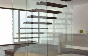 Escaleras de vidrio y madera
