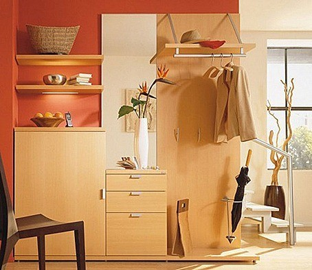 small-apartment-decorating-ideas-hall-way-589x508