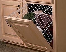 Un cesto para la ropa sucia oculto en tu armario